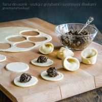 dumpling filling with shrooms and dried plums by Pokakulka