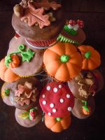 Autumn cupcakes by myrnamarinda