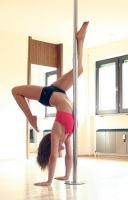 Handstand against Pole by xXLilButterflyXx