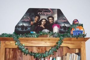 Eclipse Cutout Christmas by slayer20
