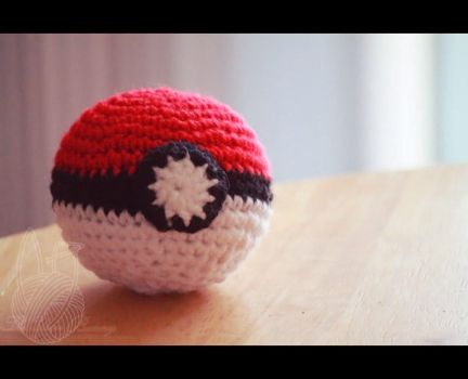 Pokeball by theyarnbunny