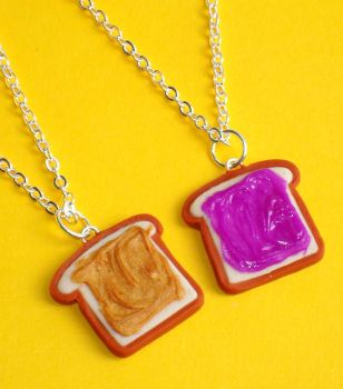 Peanut butter jelly necklaces by ClayConnections