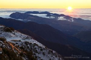 Mt Fyffe summit, sunrise by GregArps