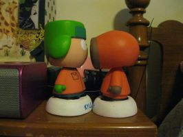 K2 - Kissing, Bobblehead Style by moulinrougegirl77