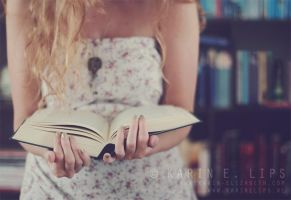 014. I am a reader by karinelips