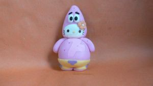 Hello Kitty Patrick cake topper by laylah22