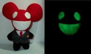 Glow in the Dark Deadmau5 plush by TashaAkaTachi