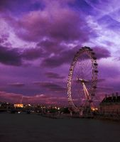 Purple sky, London eye by bebadawn