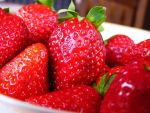 Strawberry Macro by electropeppers
