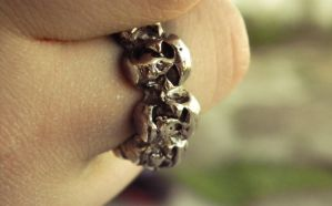Skull Ring by barefootphotos