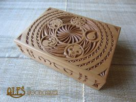 Magic the Gathering - chip carved card box by alesthewoodcarver
