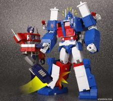 Masterpiece Ultra Magnus gets punked by ryuzo