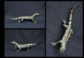 Lizard with human hands by hontor
