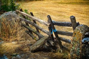 Old wooden gate by HugoCampos