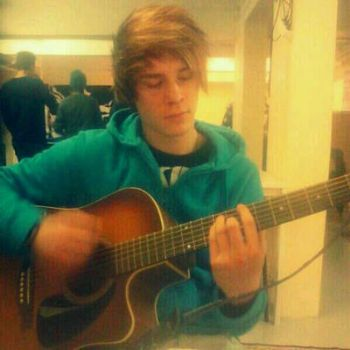 Playing my song by xsorryxforxmyxlove