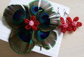 Peacock feather brooch by Craftcove
