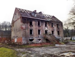 Dilapidated tenement by Lew-GTR