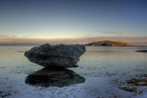 Large rock on the oceans edge by rongibson