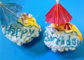 Handmade Beach Cupcakes Close by PossumPip-Creations