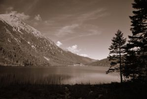 lake in the moutains by pourquoi25