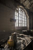 Decay in the Light by stengchen