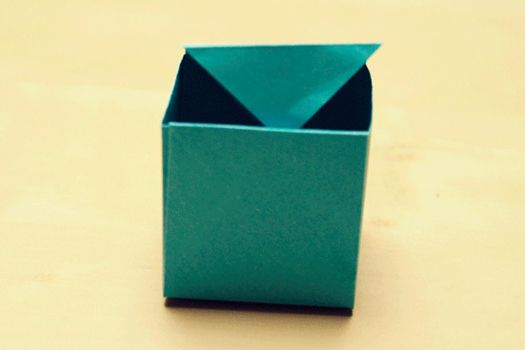Small blue box. by lil-blue-cube