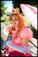 Princess Peach by TTCosplay