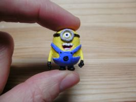 despicable me minion front by tiny-teaspoon