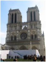 Sunny Day at Notre Dame by Inonibird