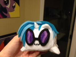 Vinyl Scratch Pon-3 loaf front view by Girisrad