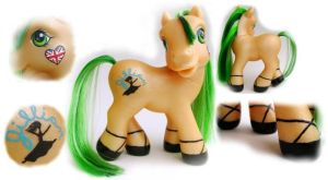 Custom MLP: Jillian by songbird21