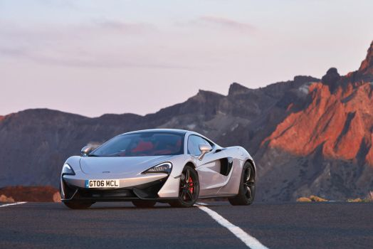 McLaren 570GT by CarreraX