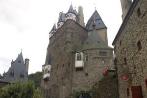 Eltz Castle 07: Frontal Close-Up by stratomunchkin