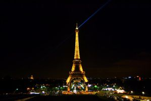Eiffel Tower by night by Mazarde