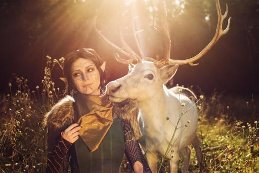 Merrill with Reindeer 3 - Dragon Age II cosplay by LuckyStrikeCosplay