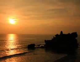 Tanah Lot - Bali by yuniarko