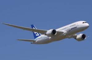 Boeing 787 Flyby by shelbs2