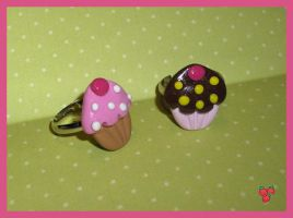 Cupcake rings, polymer clay by merylu