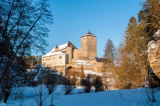 Castle Kost in winter by Zajdaz