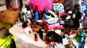 Make-up-table . by MangoMalle