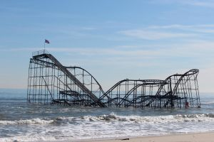 Our love is like a roller coaster(in the ocean) by Laur720