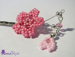Beaded Sakura Bobby Pin by Sarinilli