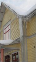 Icicles on Villa Sindoro 2 by Kattvinge