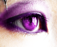 Purple eye by chillydragon