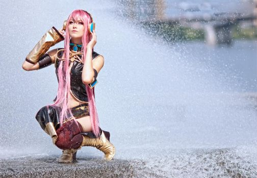 Megurine Luka - Vocaloid by kirawinter