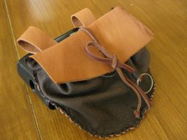Leather pouch by Jassenah