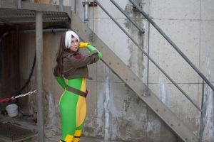 Rogue playing cool by Kythana