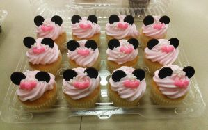 Minnie Mouse Cupcakes by ayarel