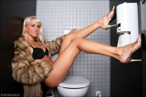 Anne on Toilet 1 by phothomas