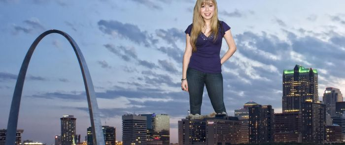 Giantess Jennette In St Louis by pedro1232